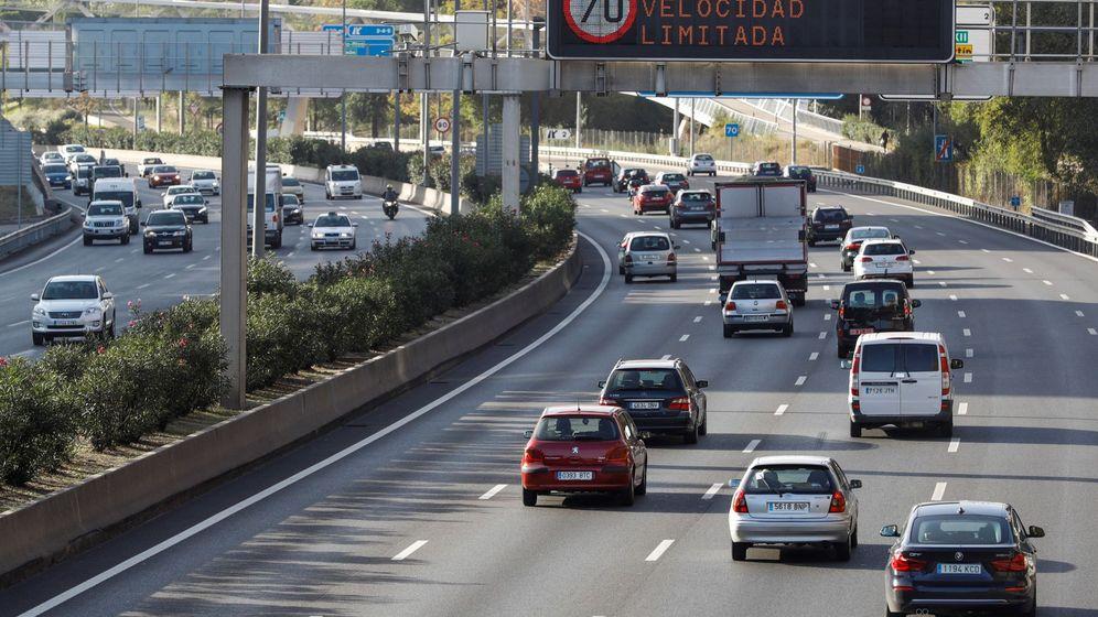 Foto: Vehículos circulan por la M-30. (EFE)
