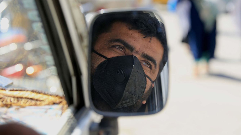 La DGT aclara que no se pueden poner multas por no usar la mascarilla en el coche