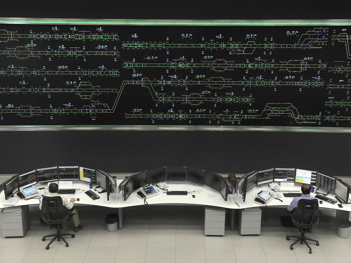 Foto: Sala de control de Adif. (Foto: Adif)