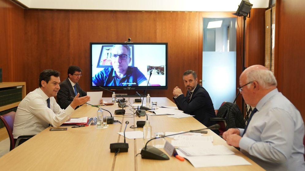 Foto: Reunión del Gabinete de Crisis de la Junta de Andalucía por el coronavirus. (EFE)