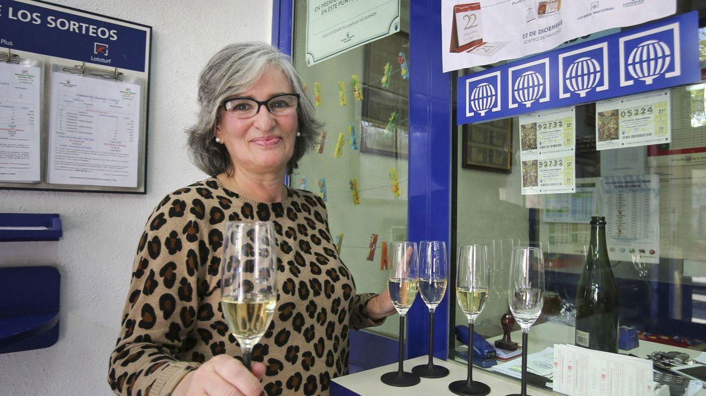 Foto: La dueña de la administración de Lotería que ha repartido la suerte en Oviedo. (EFE)