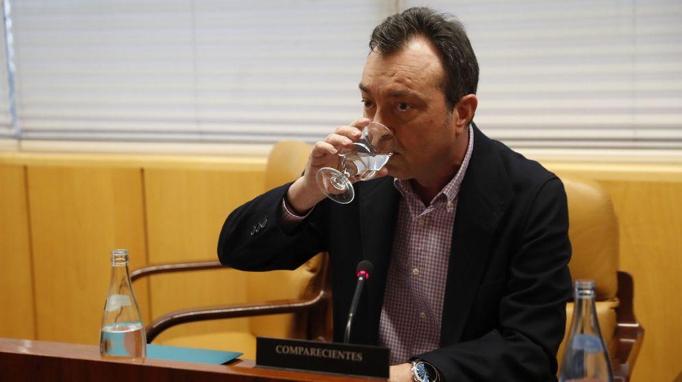 Foto: Manuel Cobo, uno de los supuestos espiados, durante su comparecencia en la Asamblea de Madrid en marzo de 2017. (EFE)