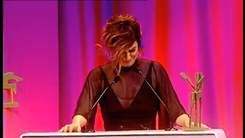 Foto: Blanca Suárez llora recogiendo el premio Ondas 2017. (FORTA)