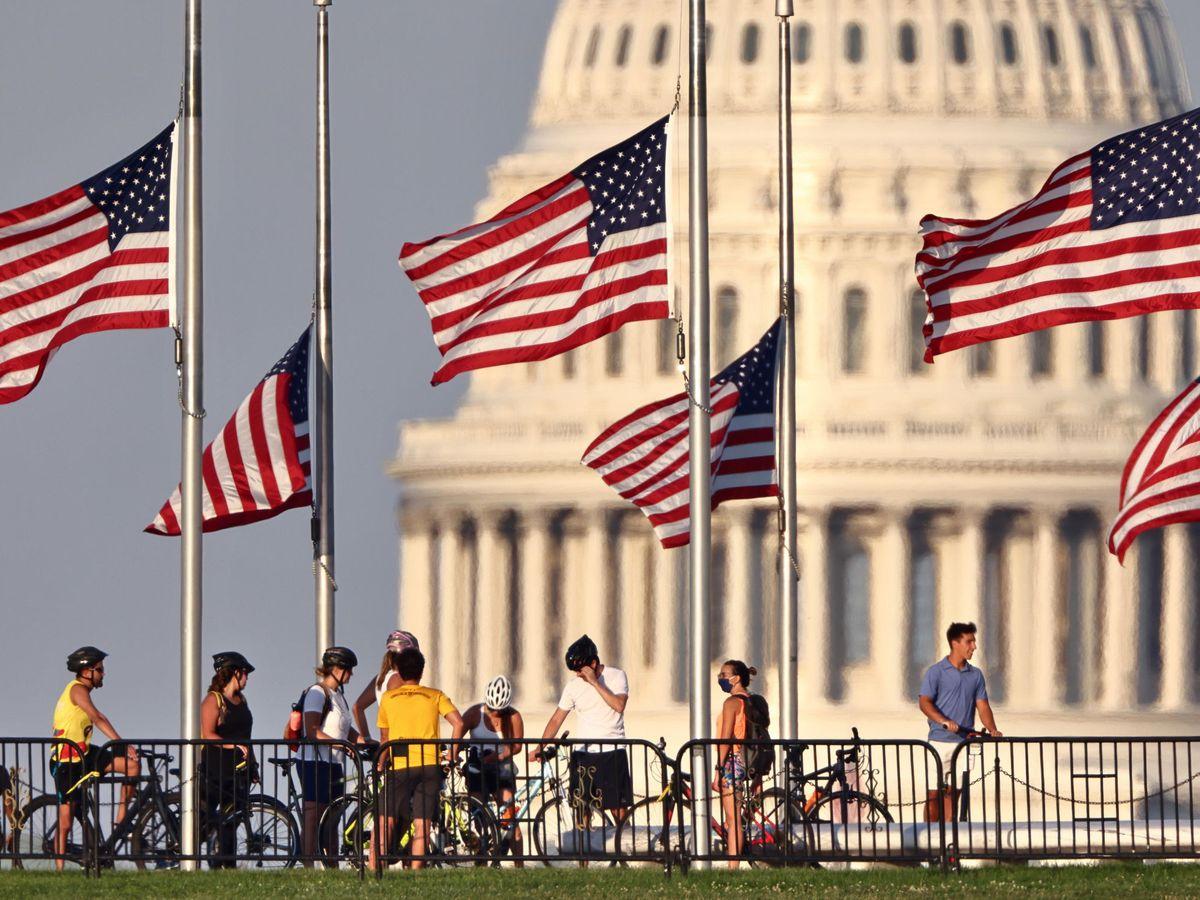 Foto: Banderas de EEUU frente al Congreso en Washington DC. (EFE)
