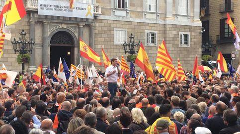 Rivera llena de banderas de España la plaza Sant Jaume e insiste en recuperar el 155