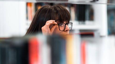 Pillan a una chica con su Satisfyer estudiando en una biblioteca : Juntar trabajo y placer