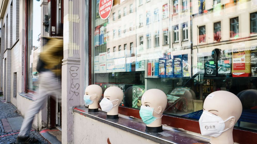 Foto: Tienda de mascarillas en Kreuzberg, Berlín (EFE)