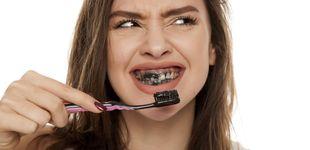 Post de La pasta de dientes de carbón no blanquea y puede provocar caries