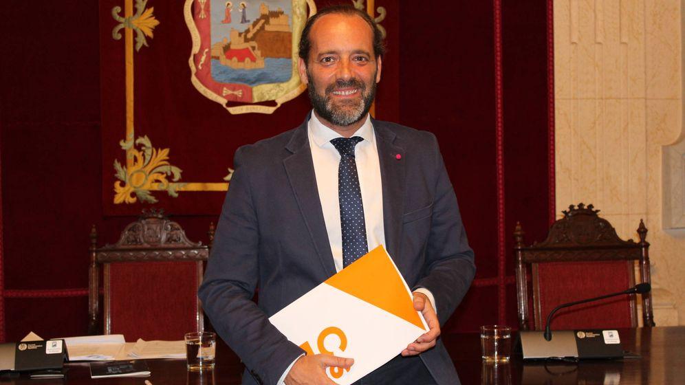 Foto: Juan Cassá, en el salón de plenos del Ayuntamiento de Málaga, en el pasado mandato municipal.