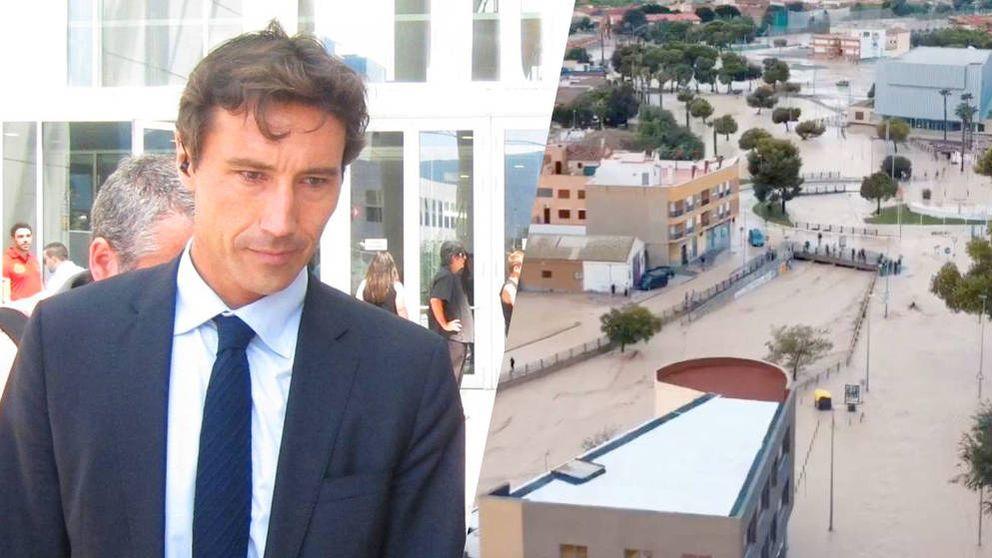 Cesan al director de Emergencias Murcia por ir al teatro en plena gota fría