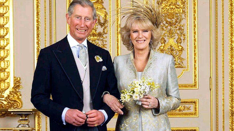Foto: El príncipe Carlos y Camilla, el día de su boda. (Reuters)