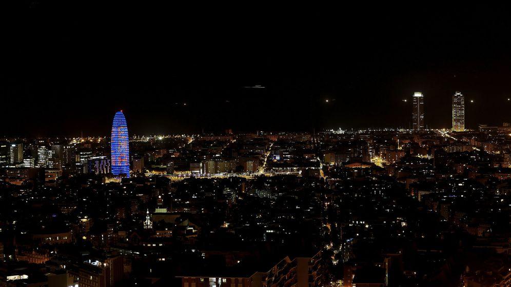 Foto: Encendido de la Torre Glòries en Barcelona. (EFE)