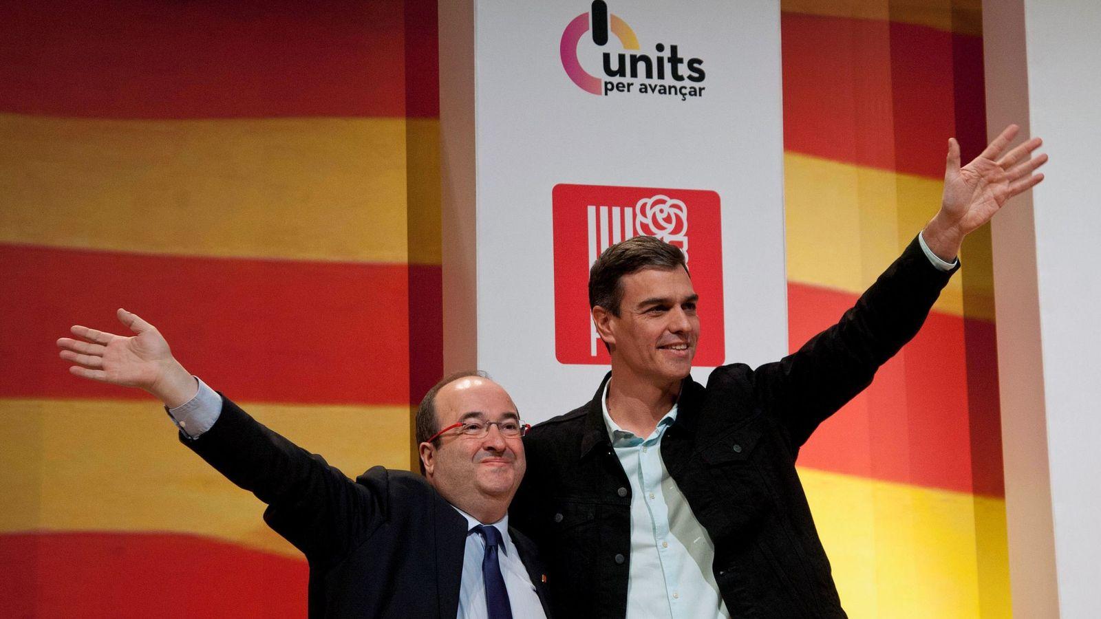 Foto: Pedro Sánchez y Miquel Iceta, este 16 de diciembre en el Palacio de Congresos de Girona. (EFE)