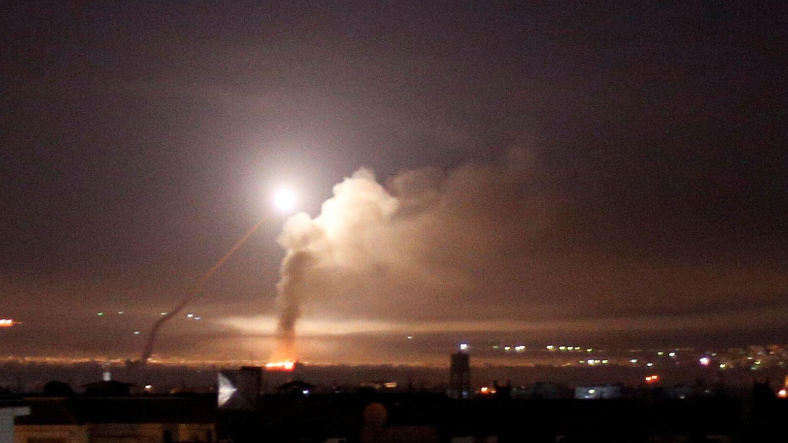 Foto: Fuego antiaéreo sobre Damasco el 10 de mayo de 2018. (Reuters)