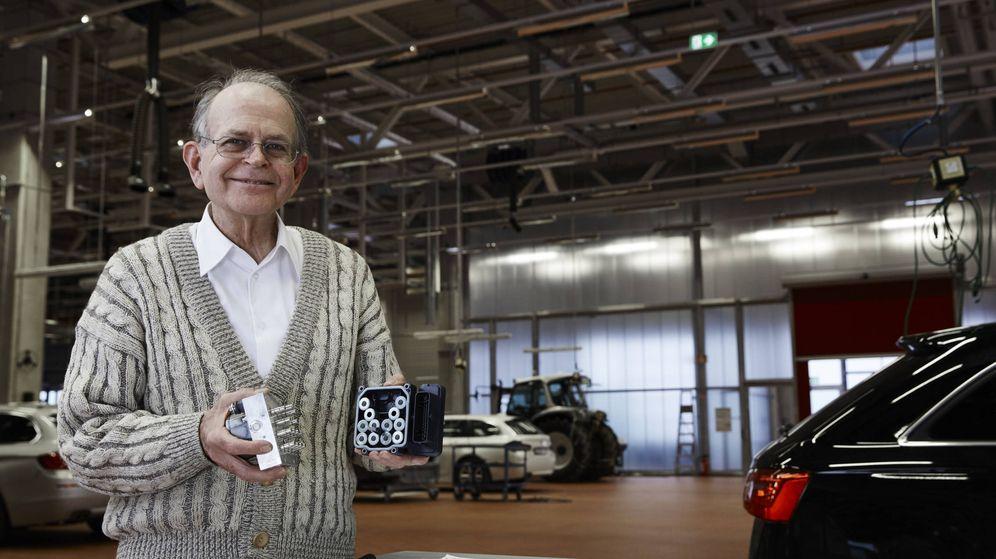 Foto: Anton van Zanten muestra su sistema de control de estabilidad. (EPO)