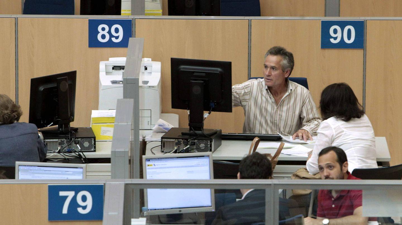 Funcionarios de la Agencia Tributaria. (Efe)