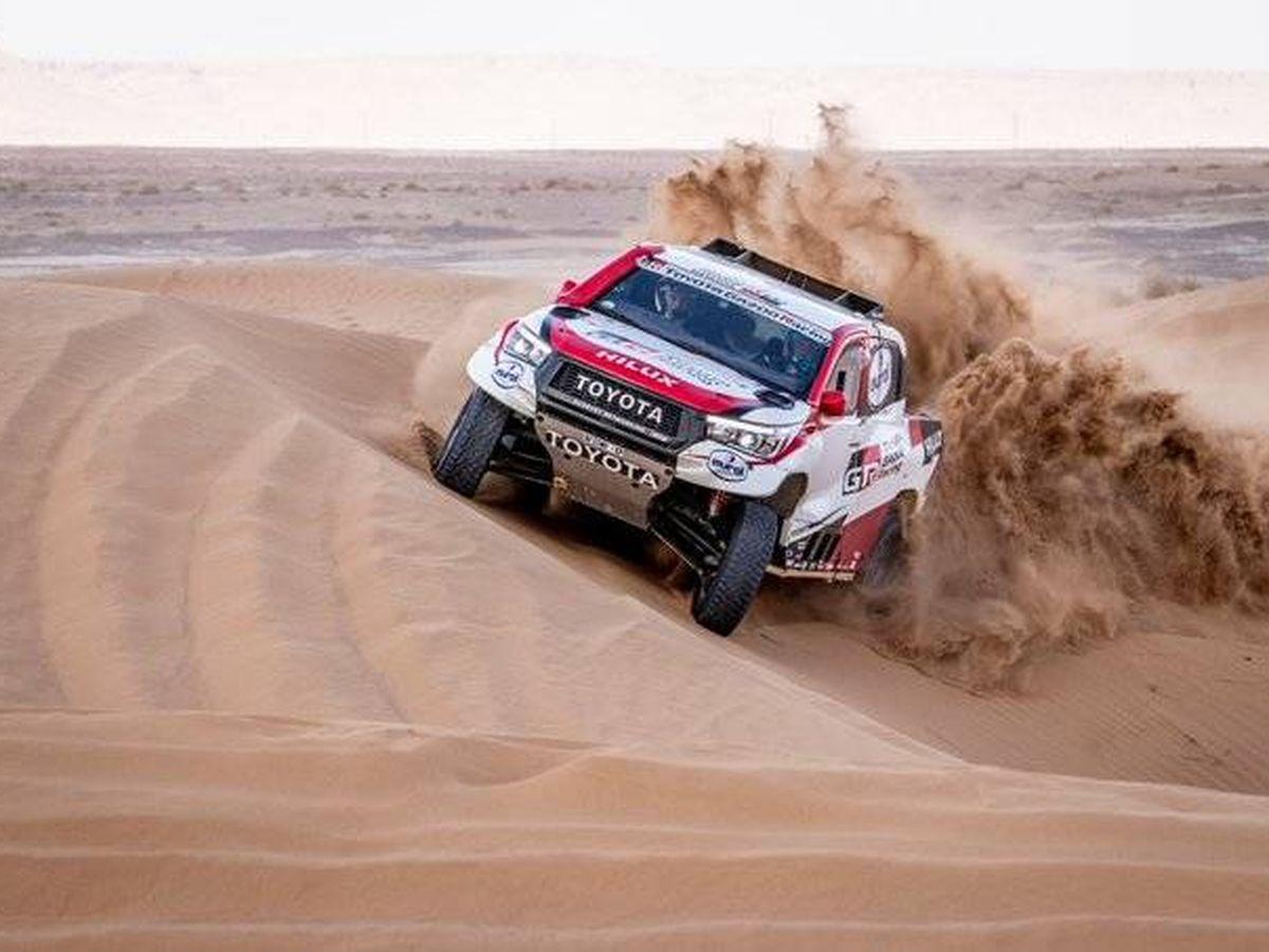 Foto: Fernando Alonso en acción en el Rally de Marruecos. (Toyota)