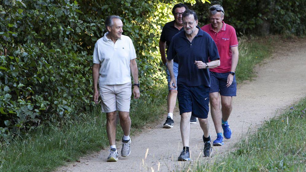 Foto: Hombres de estado. O más bien, power walkers. (EFE/ Salvador Sas)