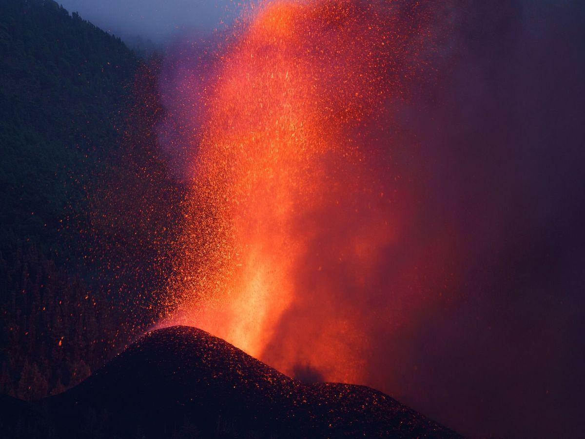 Foto: A pesar de la virulencia del volcán, hay quien cree que está todo orquestado. (EFE/Ramón de la Rocha)