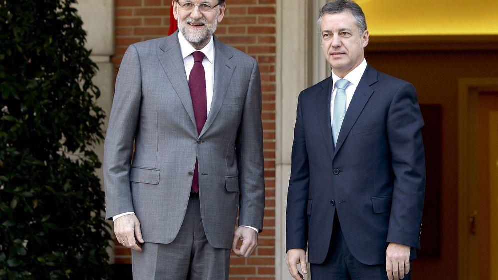 Foto: El presidente del Gobierno, Mariano Rajoy, junto a Iñigo Urkullu. (EFE)