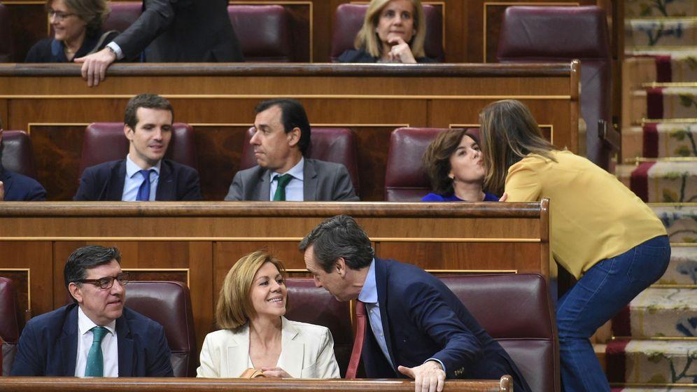 Foto: Pablo Casado, Soraya Sáenz de Santamaría y Dolores de Cospedal, en el Congreso. (EFE)