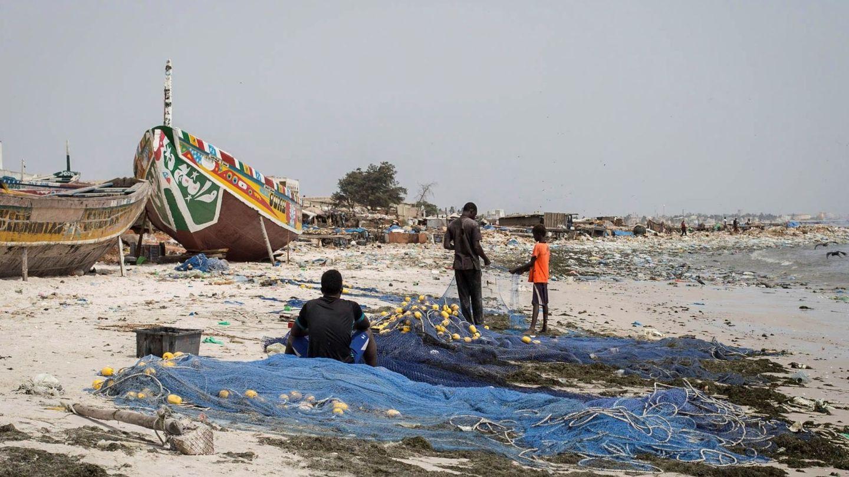 Redes de pesca en una playa de Senegal. Foto: EFE