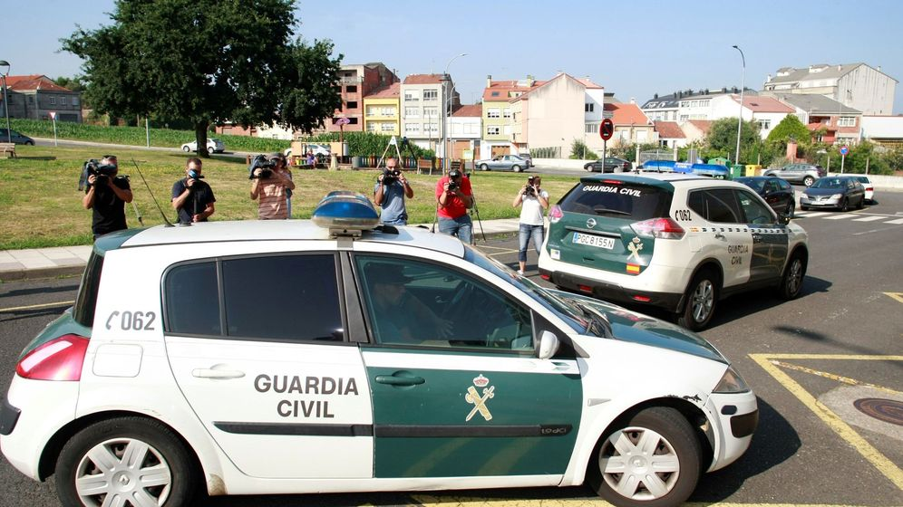 Foto: Guardia Civil en Cabana de Bergantiños. (EFE)