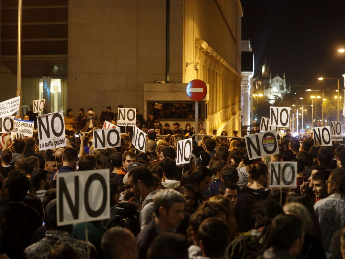 """Foto: Miles de personas participan en la marcha """"Rodea el Congreso"""", el 29 de octubre de 2016, en Madrid."""