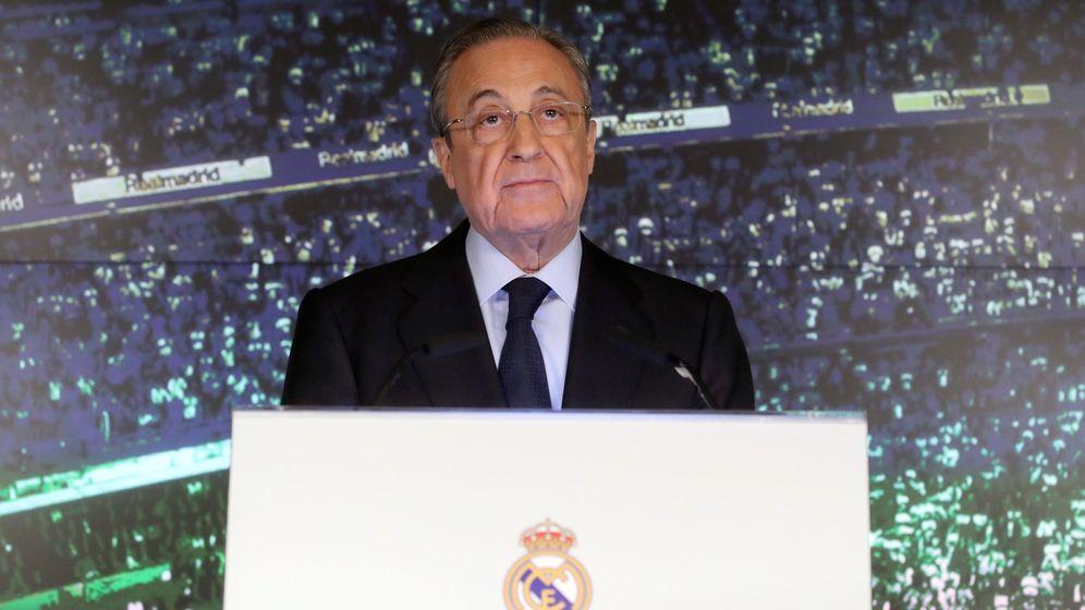 Foto: Florentino Pérez durante la presentación de Zinedine Zidane. (Efe)