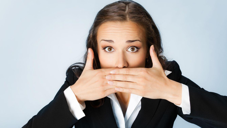 Foto: Es mejor que evites el exceso de confianzas en el trabajo. Tus palabras pueden ser utilizadas en tu contra cuando menos te lo esperes. (Corbis)