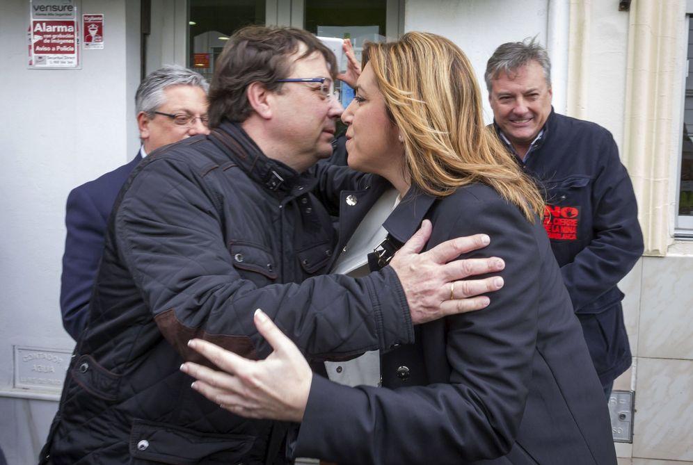 Foto: Susana Díaz y Guillermo Fernández Vara, en Monesterio, Badajoz, el pasado 7 de marzo. (EFE)