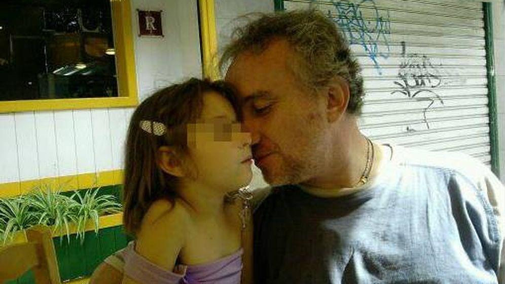 Foto: Nadia, junto a su padre. (Facebook)
