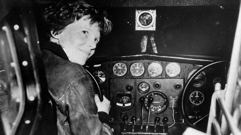 Amelia Earhart durante un despegue en Nueva Guinea allá por 1932. (Foto: EFE)