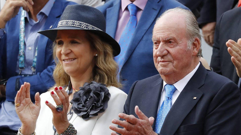 La infanta Elena y don Juan Carlos, en una imagen de archivo.(CP)