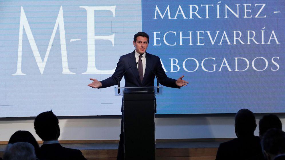 Foto: El expresidente de Ciudadanos, Albert Rivera, durante su primera rueda de prensa tras el 11-N. (EFE)