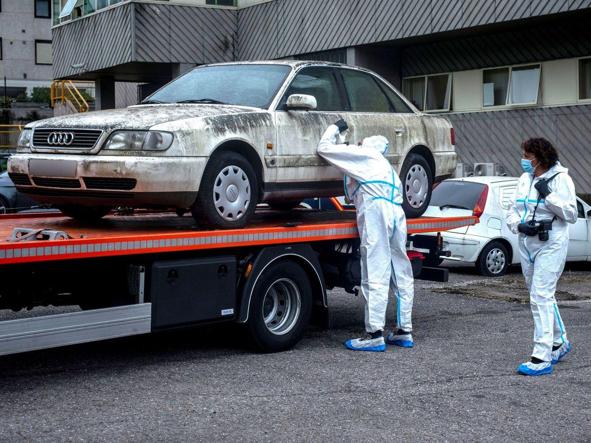 Foto: Inspeccionan el coche del hijo mayor del triple crimen de Burgos. Foto: Efe