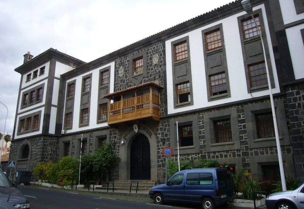 Foto: Fachada principal de la prisión de Santa Cruz de la Palma. Foto: Panoramio.com