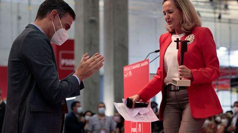 Calviño se moja con el PSOE y arrebata a Yolanda Díaz la bandera de los ERTE