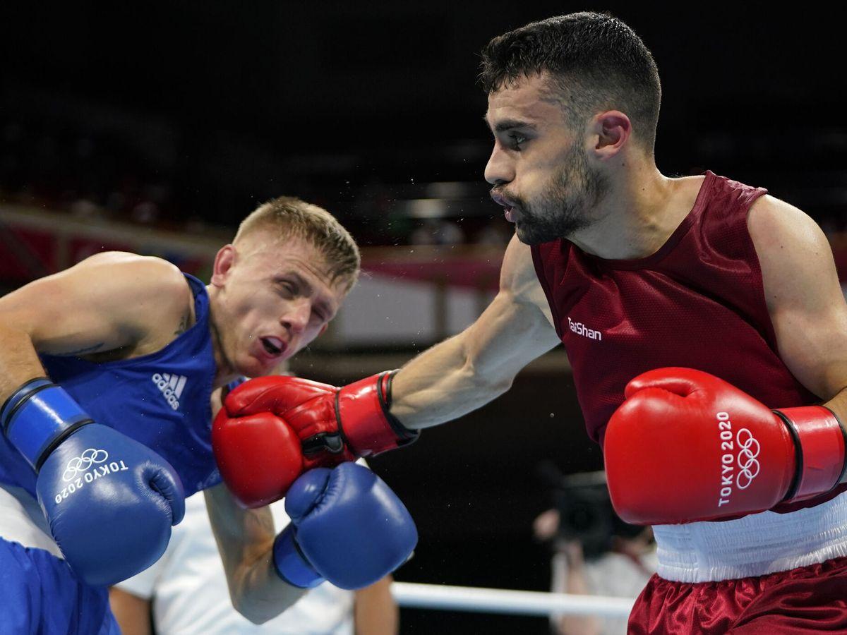 Foto: José Quiles (d) fue el primer boxeador español en debutar en los JJOO de Tokio 2020. (Reuters)