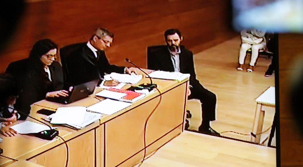 Foto: Vista de la pantalla donde aparece Miguel López, único acusado por el asesinato de María del Carmen Martínez, viuda del expresidente de la CAM. (EFE)
