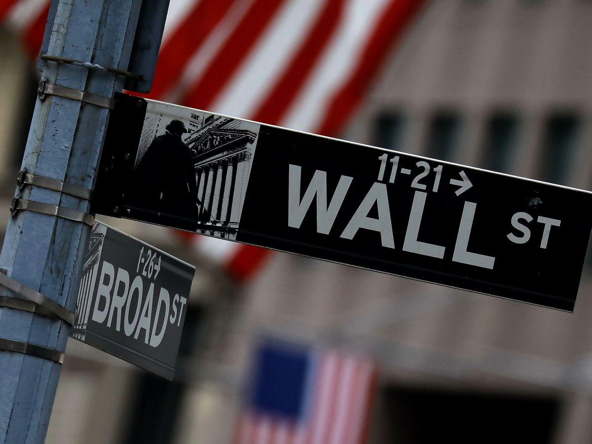Foto: Señal de Wall Street frente al edificio de la Bolsa de Nueva York. (EFE)