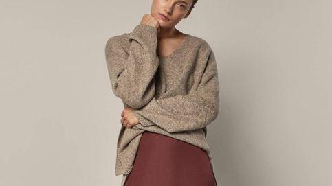 Massimo Dutti rebaja la falda satinada que va a mejorar todos tus looks