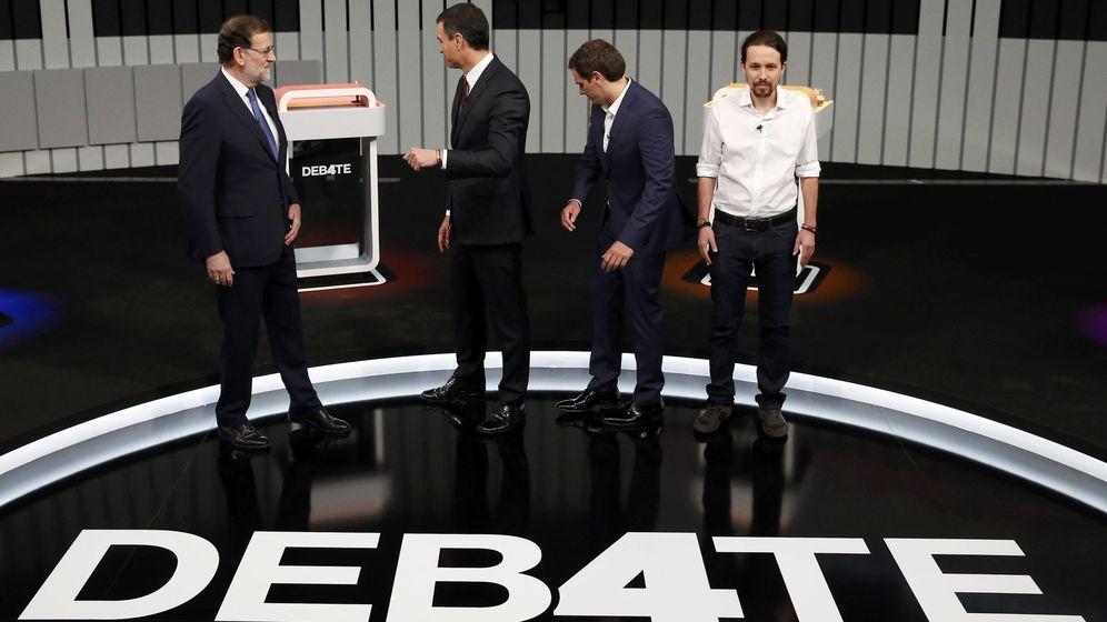 Foto: Mariano Rajoy, Pedro Sánchez, Albert Rivera y Pablo Iglesias, minutos antes del comienzo del debate a cuatro, este 13 de junio. (EFE)