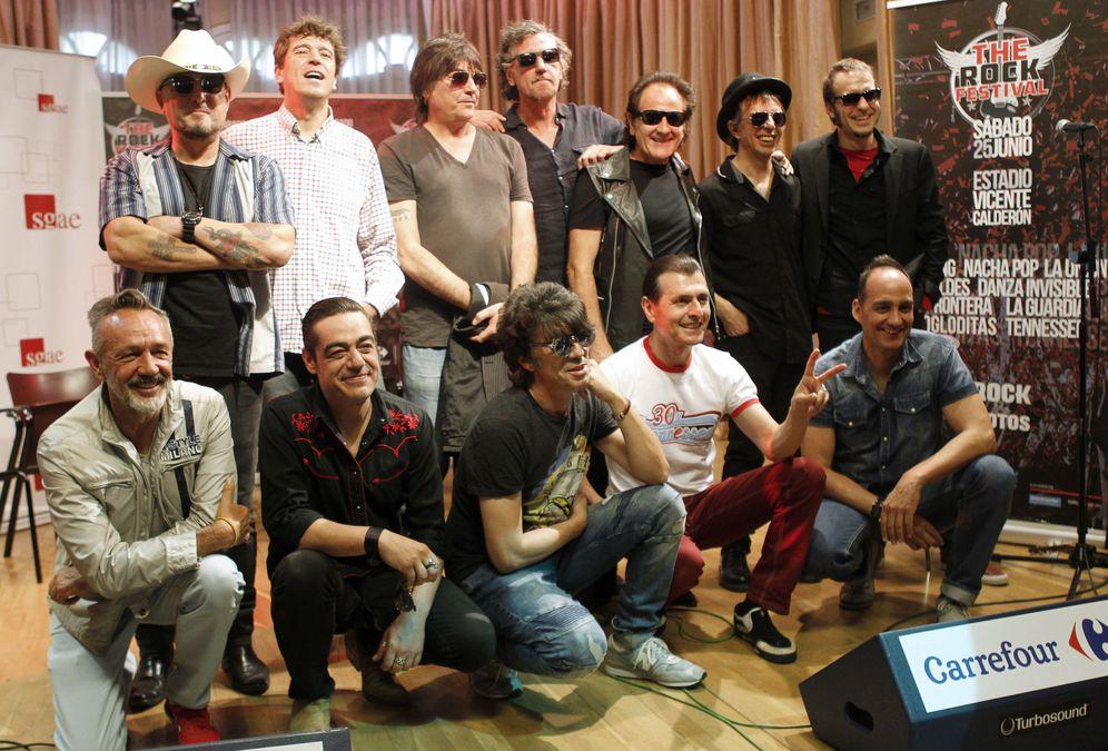 Foto: Posado de los grupos del festival (EFE)