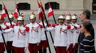 La reina Letizia empieza fuerte su visita a Perú con un vestido nuevo de 2.800 euros