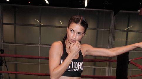 Adriana Lima se sube al ring de boxeo para dar sensuales 'mamporros'
