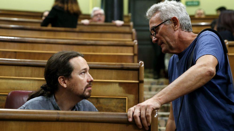 Foto: Diego Camañero y Pablo Iglesias en el Congreso. (EFE)