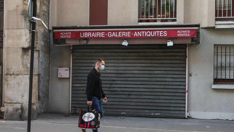 Francia prohíbe la venta de productos no esenciales durante el confinamiento