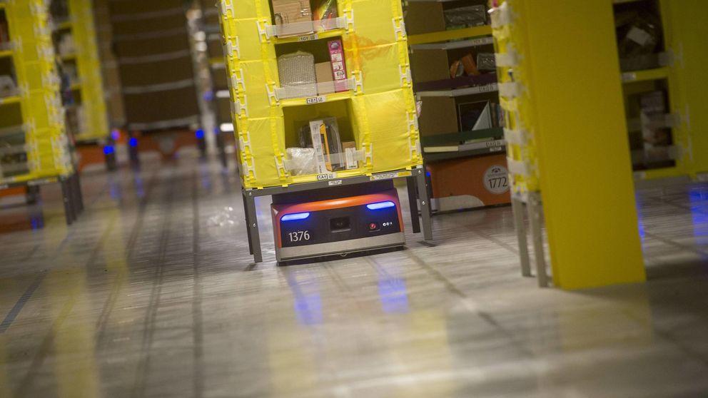 Amazon obliga a los empleados de almacén a llevar chalecos para no chocar con sus robots