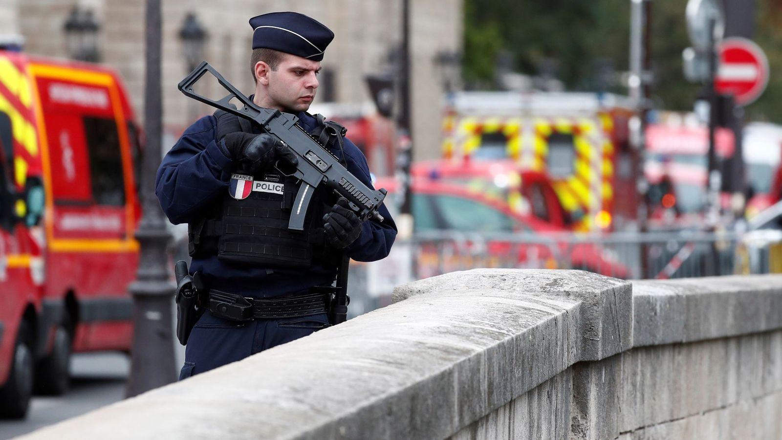 Foto: Perímetro de seguridad en la zona del atentado. (EFE)